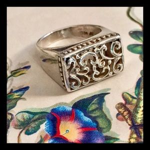 Jewelry - Sterling silver raised filigree ring